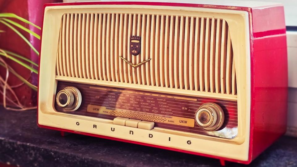 Pink radio courtesy of Pixabay